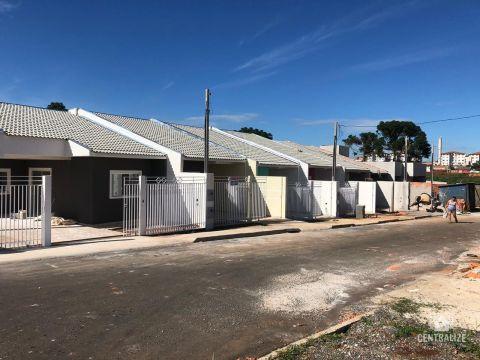 Casa à Venda Em Uvaranas.