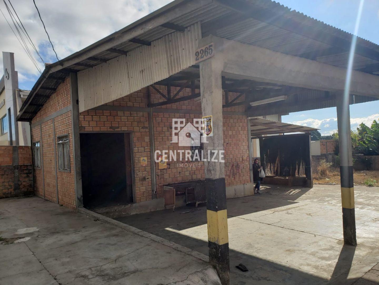 Barracão Para Locação Em Uvaranas.
