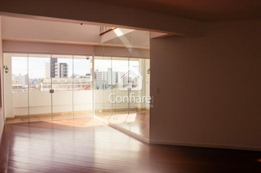 <strong>Apartamento na cobertura no Ed. Versalhes</strong>