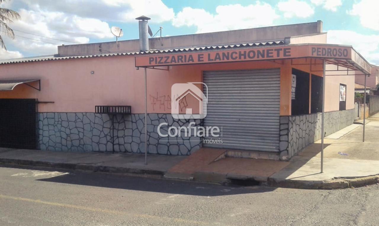 <strong>Casa e comercio de esquina no Santa Terezinha</strong>