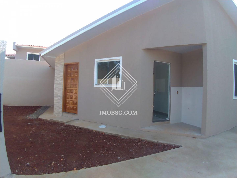 <strong>Casa de 2 quartos com espaço de terreno em uvaranas</strong>