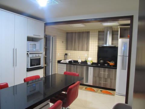 Uma Casa Em Alvenaria Com 268,86 M2 Na Rua França, 361 -