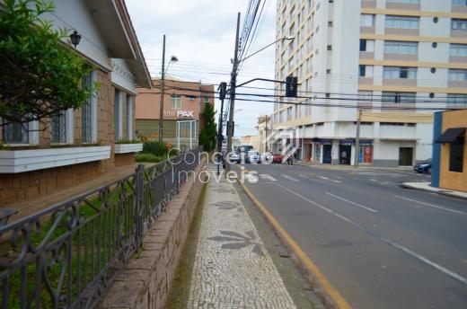 <strong>Excelente Casa Comercial no Centro</strong>