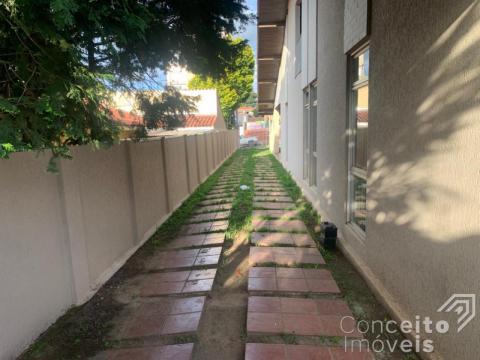 <strong>Casa com amplo terreno e edícula no Jardim Carvalho</strong>