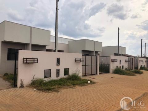 Casa Em Uvaranas | Pq Dos Pinheiros