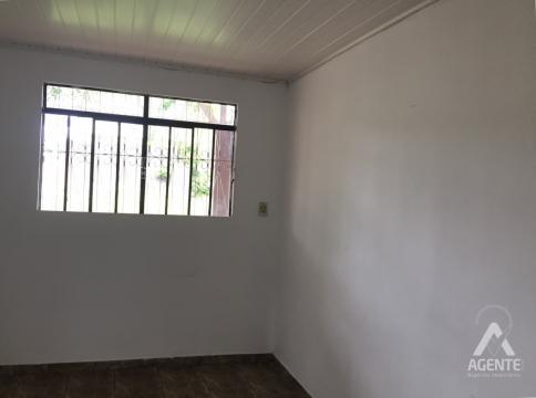 Casa Em Alvenaria, Espaçosa.